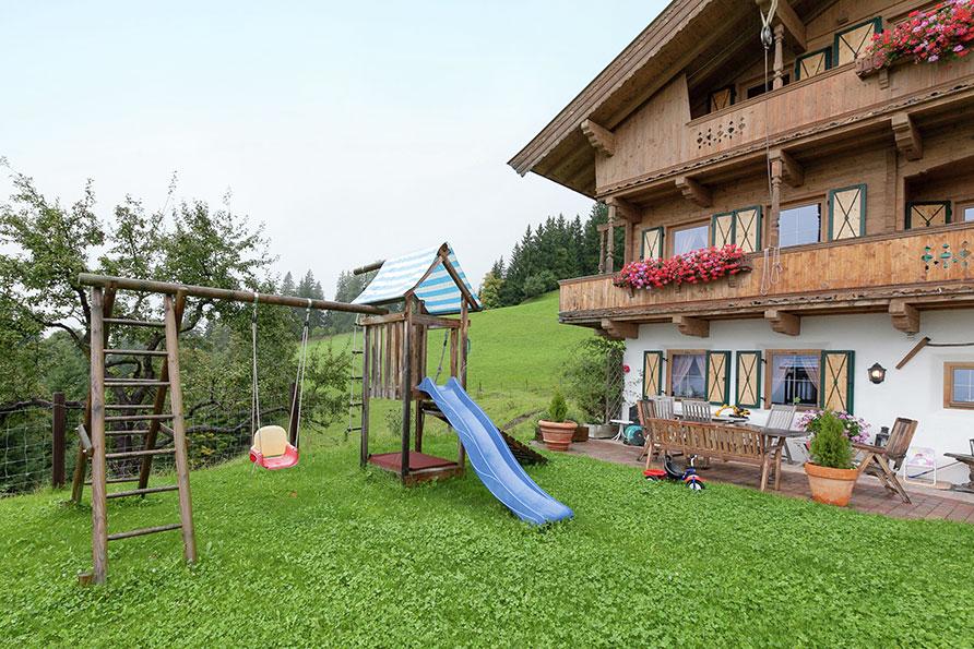 groepshuis speeltoestellen Kirchberg Tirol Oostenrijk Belvilla vakantiehuizen